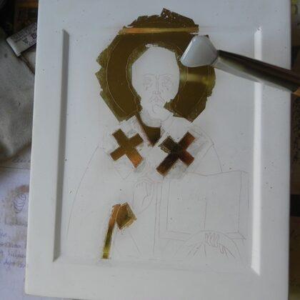 zelta pulēšana uz māla pamata
