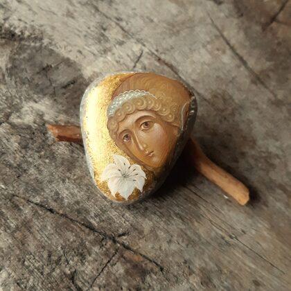 ikonas-miniatūras uz akmens